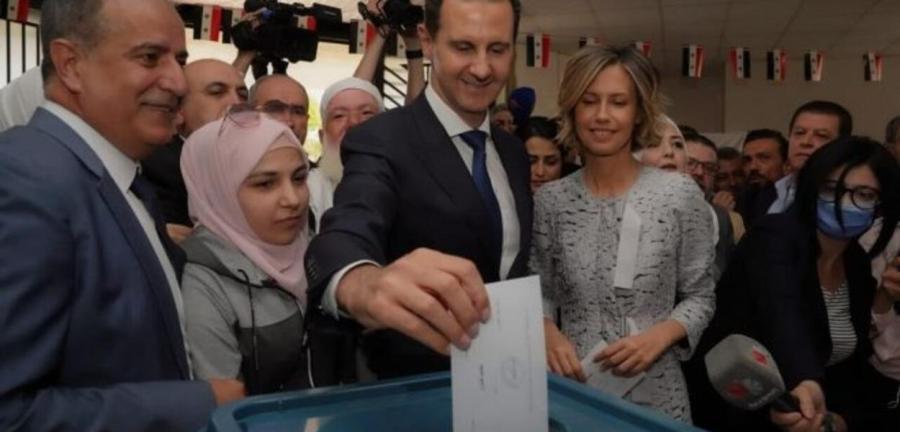 O líder sírio, Bashar Assad, vota nas eleições presidenciais