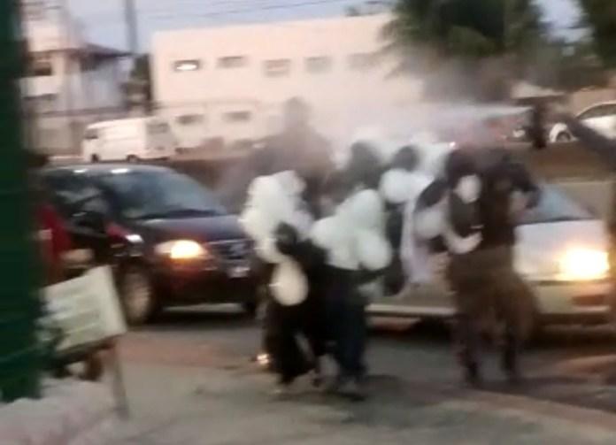 Mãe de motociclista morto é atingida por spray de pimenta pela PM