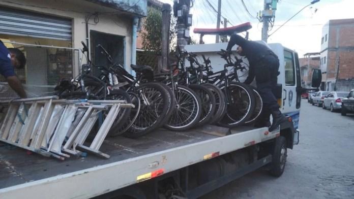 Bicicletas furtadas foram apreendidas no bairro Zumbi dos Palmares e levadas para a Delegacia Regional de Vila Velha, ES