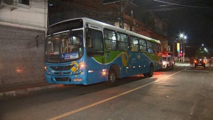 Ônibus do sistema Transcol envolvido em acidente na Serra