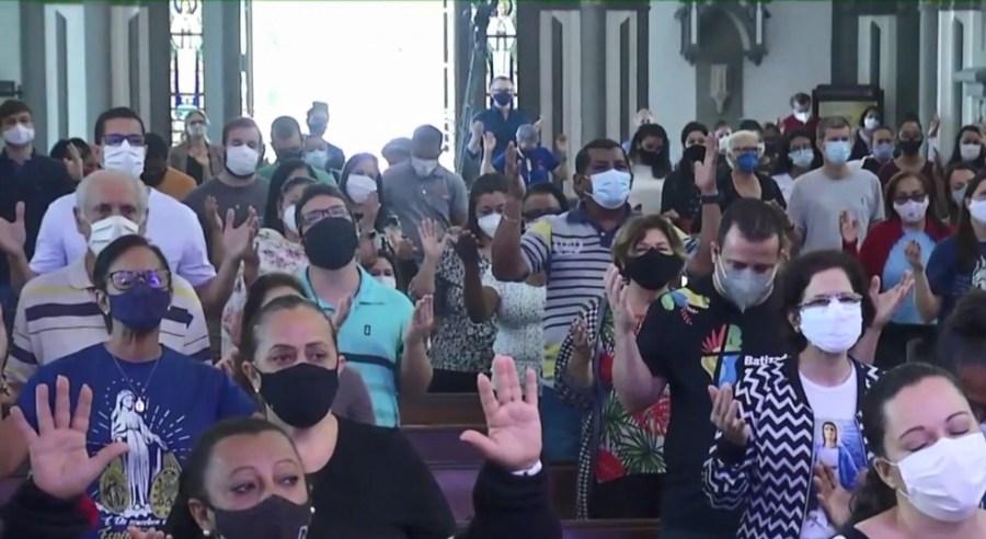 Velório de padre teve registro de aglomeração na Catedral de Vitória