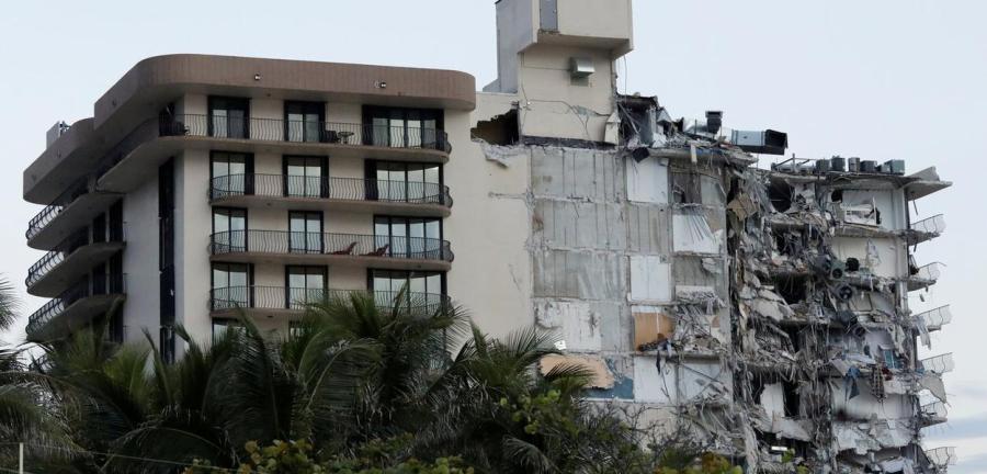 Edifício desaba parcialmente em Miami Beach, na Flórida, EUA 24/06/2021 REUTERS/Marco Bello