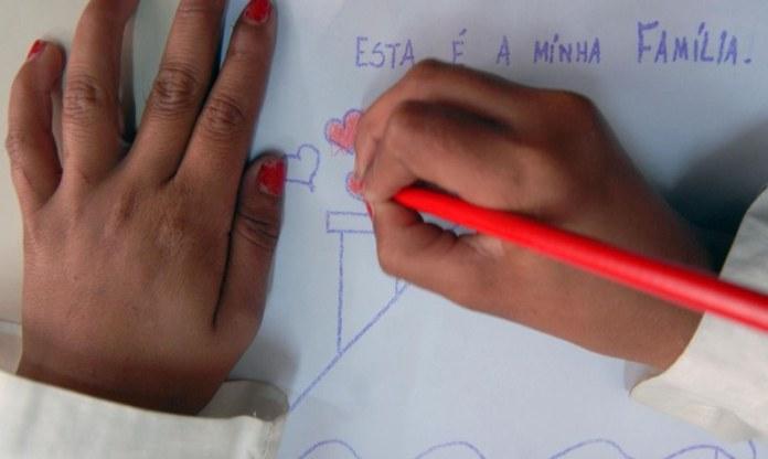 Secretaria trabalha na implementação de políticas para a alfabetização de crianças, jovens e adultos