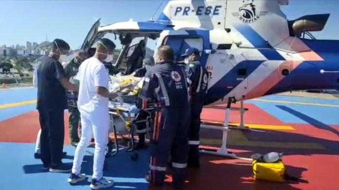 Homem foi resgatado após sofrer acidente na BR-262 — Foto: Divulgação/Notaer