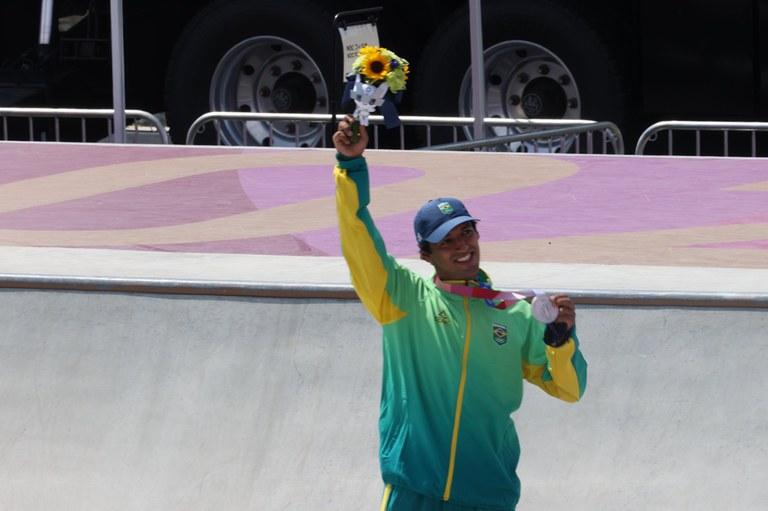 Kevin Hoefler garante a primeira medalha do Brasil em Tóquio: prata no skate street