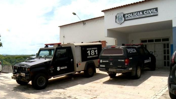 Corpo da vítima foi encaminhado ao Serviço Médico Lega (SML) de Linhares — Foto: Raphael Verly/ TV Gazeta