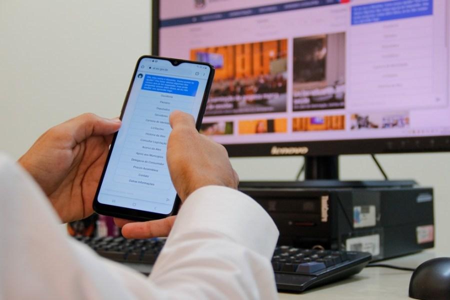 Cidadão pode receber atendimento de assistente virtual da Ales — Foto: Leonardo Duarte/Ales