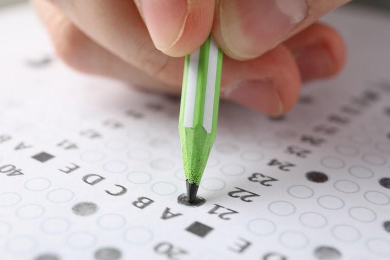 Mais de 1,6 milhão de jovens e adultos devem fazer a prova neste domingo (29)