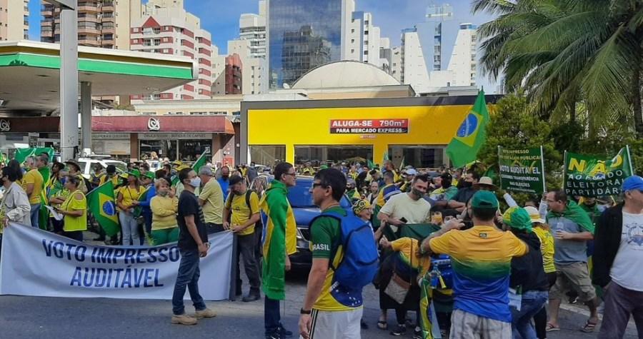 Concentração do ato a favor do presidente Jair Bolsonaro (sem partido) em Vila Velha, neste domingo (1°) — Foto: Carlos Alberto Silva/ Rede Gazeta