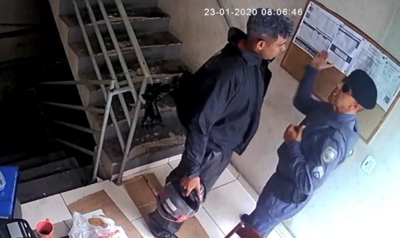 Sargento Clemilson Silva de Freitas agrediu o frentista Joelcio Rodrigues em um posto de gasolina em Guarapari, em janeiro deste ano.