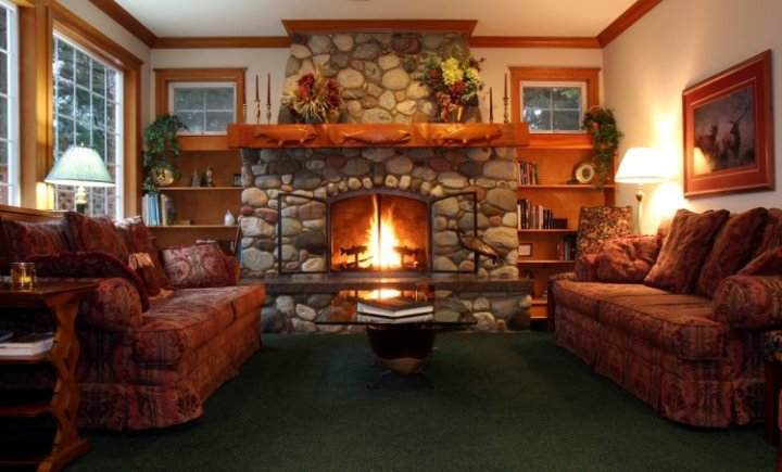 living room with a fireplace | Gopelling.net