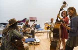Pictured along with Fleck, second from right, and instructor Keith Reed, are students from the Bluegrass Ensemble including Garrett Blackwell on guitar, Ali McGarigal on upright bass and Gabriella Magnani on mandolin. Photo by Andy Colwell for Colorado College
