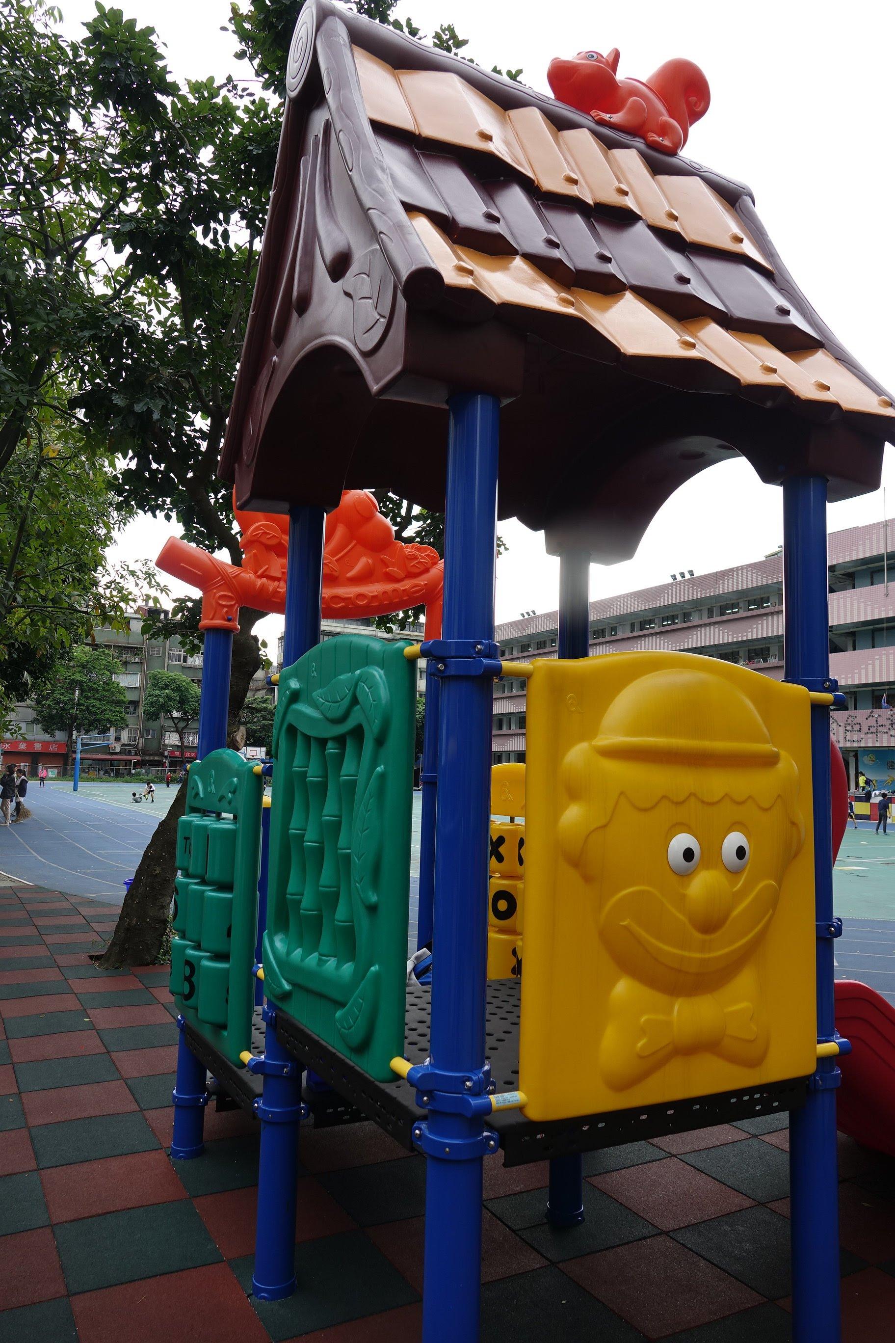 01遊戲場基本介紹 - 金華國小兒童遊戲場專區