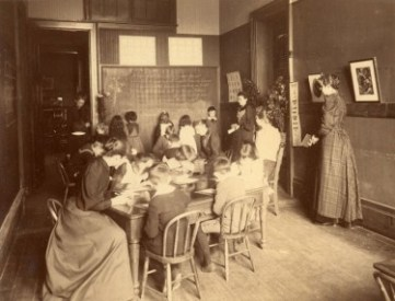 reading-class-easter-lily-first-and-second-primary-grades-9-university-place-c1900-web
