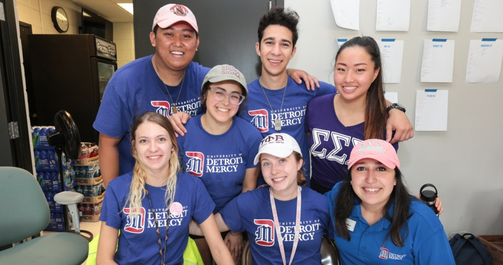 2018 PTV leaders help first-year students get settled in at Shiple Hall.