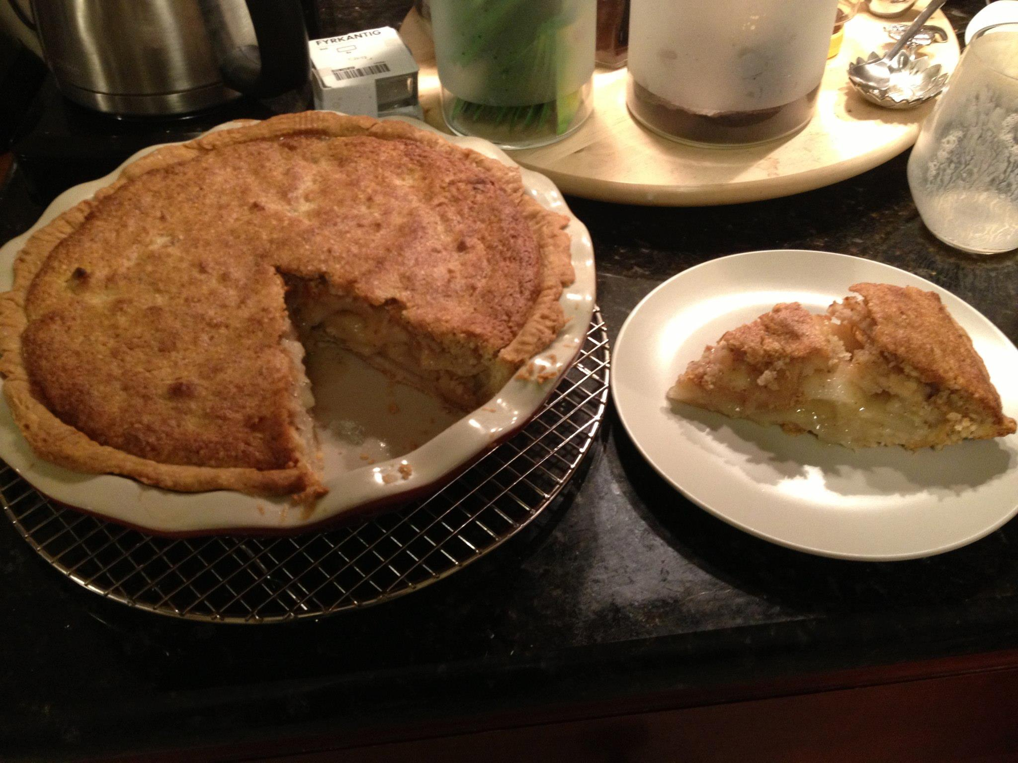 20121025-pear-pie-almond-topping