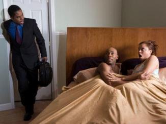 cogliere in flagrante la moglie infedele