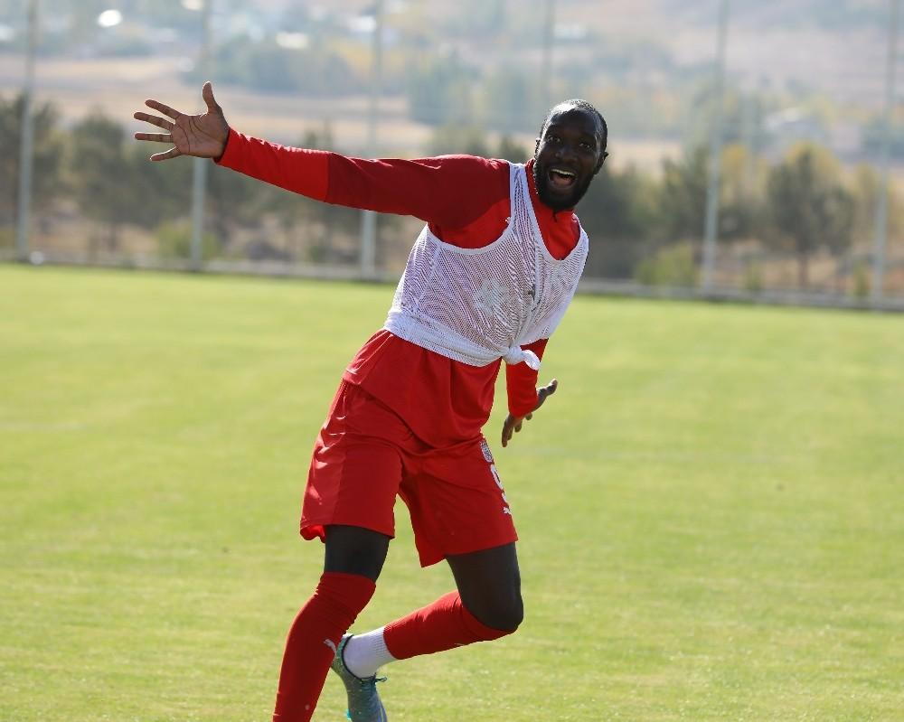 Sivasspor'da Mustapha Yatabare 4 hafta sonra golle tanıştı