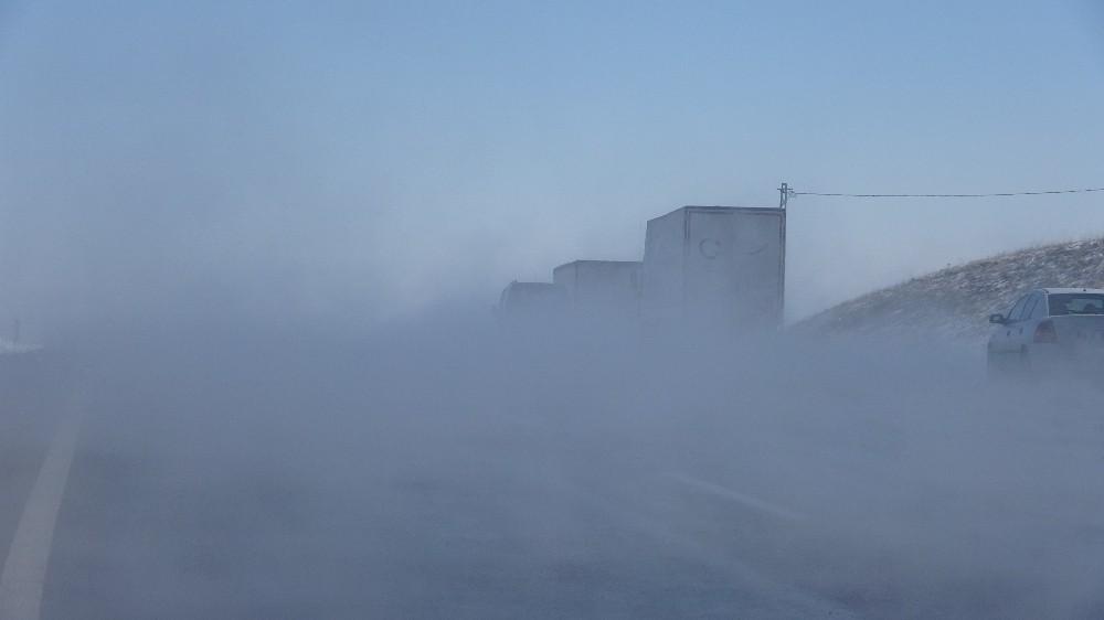 Sivas'ta ilginç görüntü, buhar içerisinde kayboldu