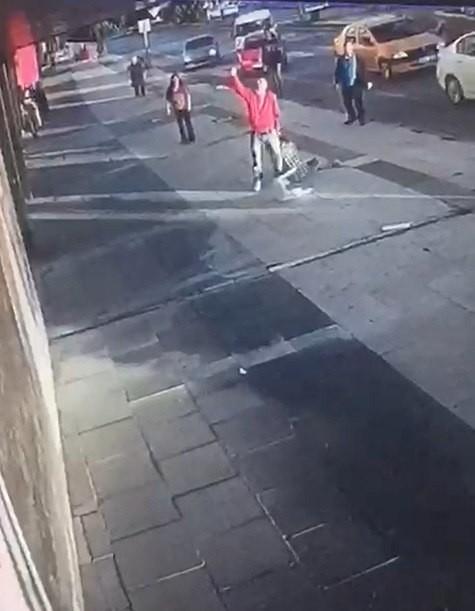 Barışmayan eski eşini sokak ortasında 10 yerinden bıçakladı