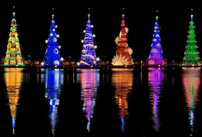 Un giro del mondo tra le luci del natale. Natale In Giro Per Il Mondo Le Piu Belle Luminarie In Foto