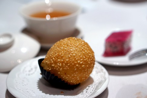 Finest Hong Kong Dim Sum at Wan Hao, Singapore Marriott Hotel - Crispy Sesame Sticky Rice Flour Ball and Sweetened Old Dragon Fruit Cake