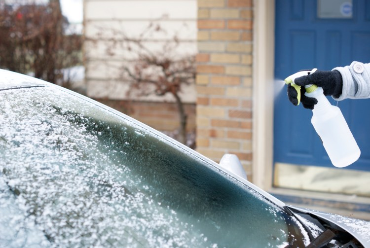 De Icer For Car | De Icer for Steps Sidewalk | De Icer Spray | Ice Spray for Car | Ice Spray De Icer | Winter Hacks | Winter Hacks Cold Weather | Winter Hacks Cars | Spray for Ice | Spray for Ice On Windshield | This easy 2-ingredient solution is great for melting ice! Six Clever Sisters