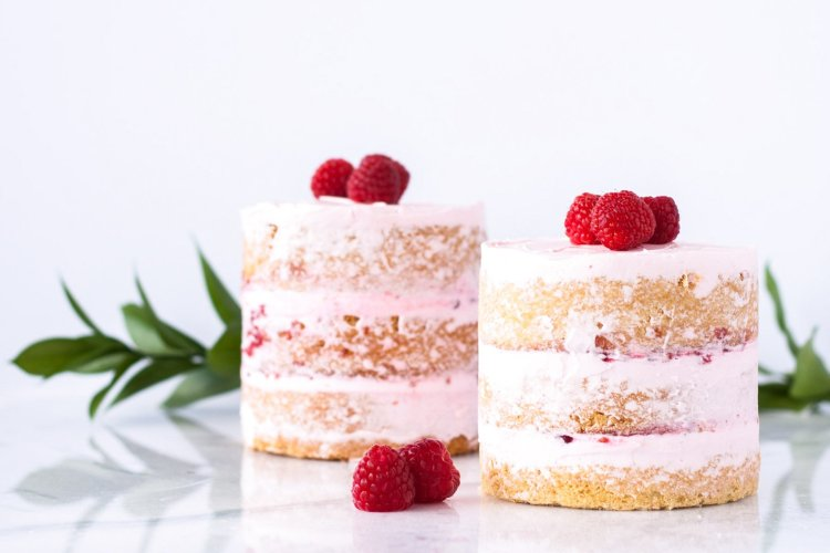 Spring Desserts | Gorgeous Dessert | Beautiful Cake Recipe | Summer Dessert Recipes | Yummy Desserts | Fruit Desserts | Chocolate Desserts | Fancy Elegant Desserts | Impressive Dessert Recipe | Eye Catching | Six Clever Sisters | Mothers Day Ideas | Mothers Day Recipe | Raspberry Vanilla Mini Cakes