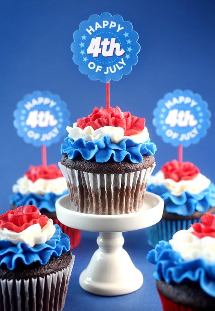 Patriotic Cupcakes | Memorial Day | Picnic Ideas | Red White Blue | Summer Desserts | Picnic Food | Cupcake Recipes | American Fun Food Ideas