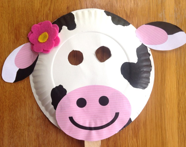 Chick-fil-a Cow Appreciation Day | Cow Appreciation Day Ideas | Chick-fil-A Cow Mask | Chickfila Cow Day | Paper Plate Crafts | Paper Plate Cow | Paper Plate Cow Craft | Cow Mask | Cow Mask for Kids | CFA | Chickfila Day | Cow Face | Are you ready to #eatmorechikin ? If you're a family that loves Chick-fil-a, you know what Cow Appreciation Day means! And, Six Clever Sisters has easy cow masks ideas for you for the whole family!