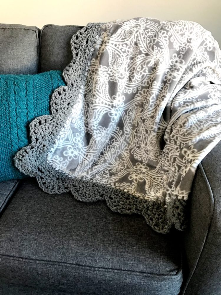 Crochet Pattern | Crochet Edge | Pattern | Scallop Edge | Free Pattern | Free Crochet Pattern | Afghan | Crochet Afghan | Crochet Throw | Crochet Patterns Free | Crochet Patterns Free Beginner | Crochet Patterns Free Blanket | Six Clever Sisters