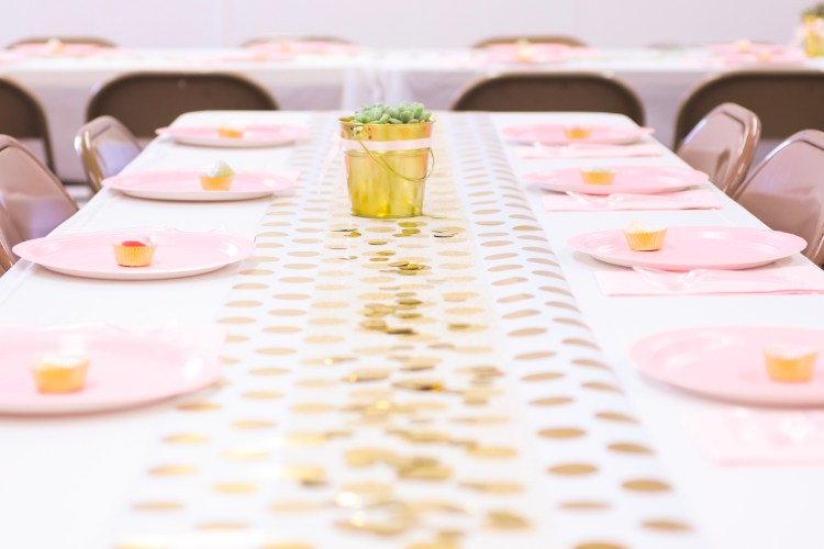 Bridal Shower | Wedding Shower | Bridal Inspo | Shower | Blush Pink | Gold | Pink & Gold | Pink Shower | Wedding Inspo | Wedding | Bridal Party | Bridal Brunch | Blush pink and gold are so pretty for a bridal shower! Get ideas here AND a free printable pattern!