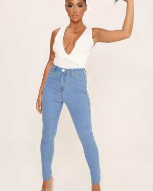 Light Wash Basic Highwaisted 5 Pocket Skinny Jeans - 8 / BLUE
