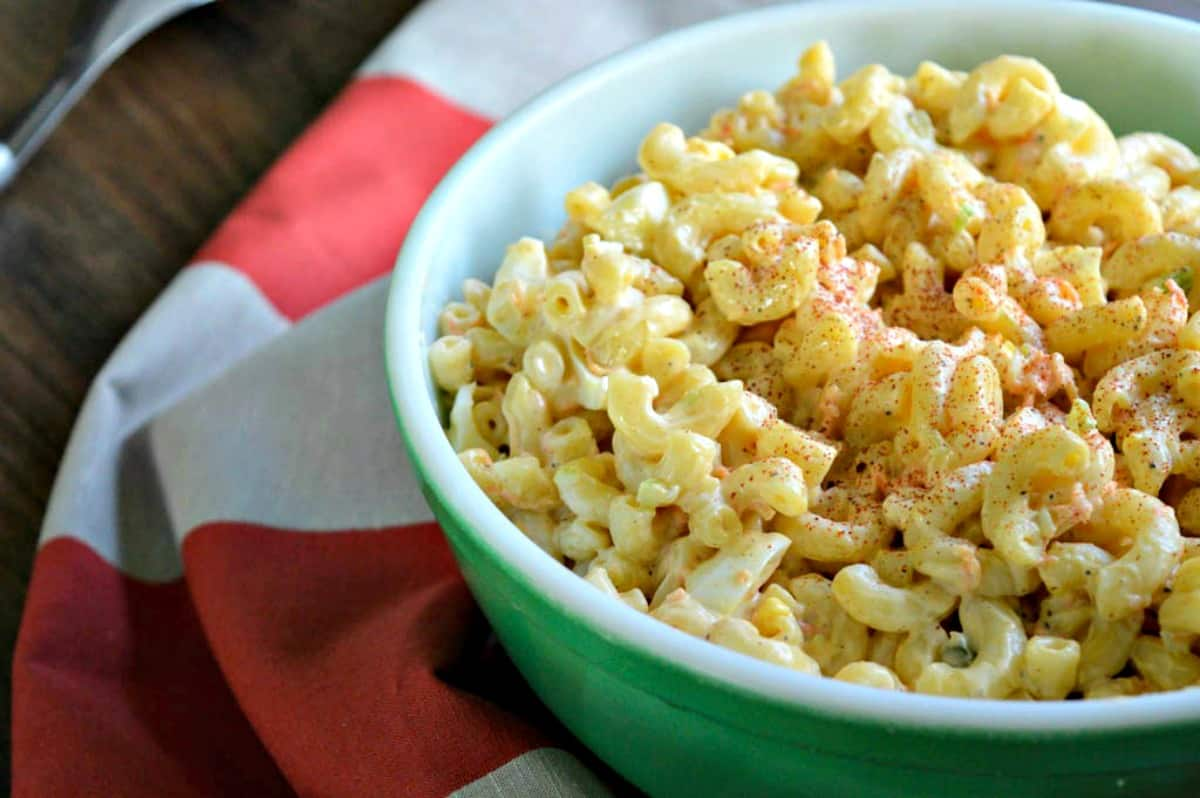 Macaroni Salad Recipe - Having a BBQ or family picnic soon? This simple macaroni salad recipe is the perfect picnic recipe for a side! Rich and creamy, it comes together in minutes and tastes like it took hours! Make it as party food or just because and you won't be disappointed!