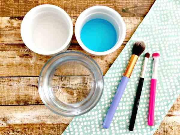 easy-way-to-clean-makeup-brushes-4
