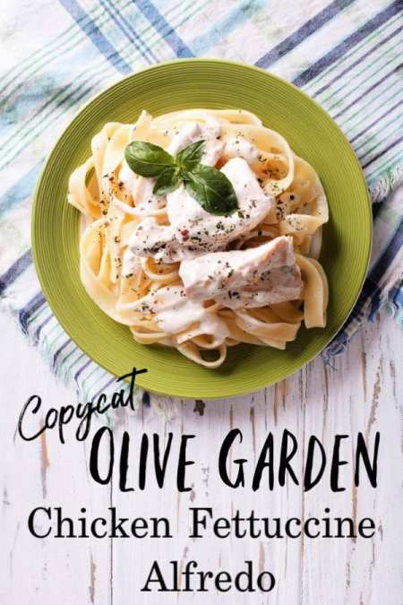 Looking for an authentic Alfredo sauce to make a creamy chicken Alfredo to satisfy even the biggest hunger? This copycat Olive Garden Chicken Fettuccine Alfredo is PERFECT! It's the best chicken alfredo recipe you'll ever eat!
