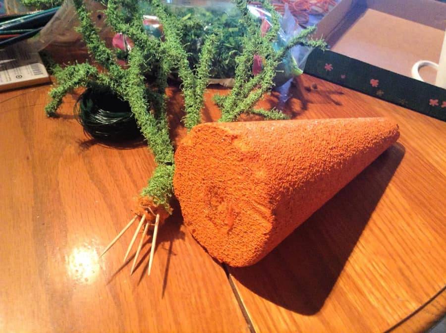 We celebrate Christmas with a Christmas tree so why not celebrate Easter with an Easter tree? This Easter Carrot Tree is a super easy kids Easter craft that even the adults will enjoy! It makes the perfect Easter centerpiece for your decorations or your Easter dinner table!