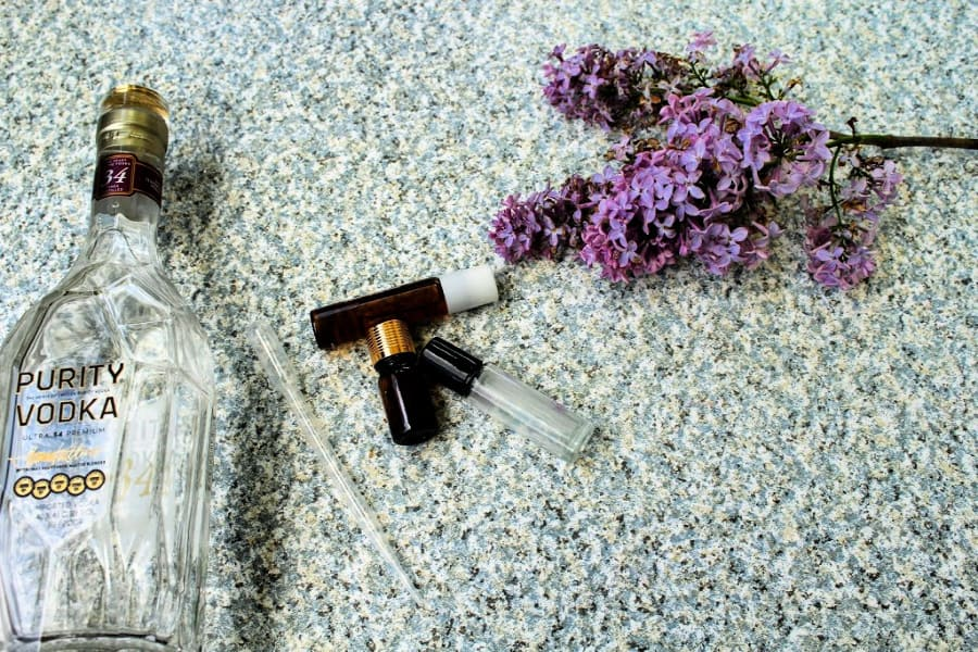 If you like the smell of lilac, you will love this DIY perfume with essential oils! Learn how to make lilac perfume in just a few minutes! It smells so good you won't want to wear anything else!