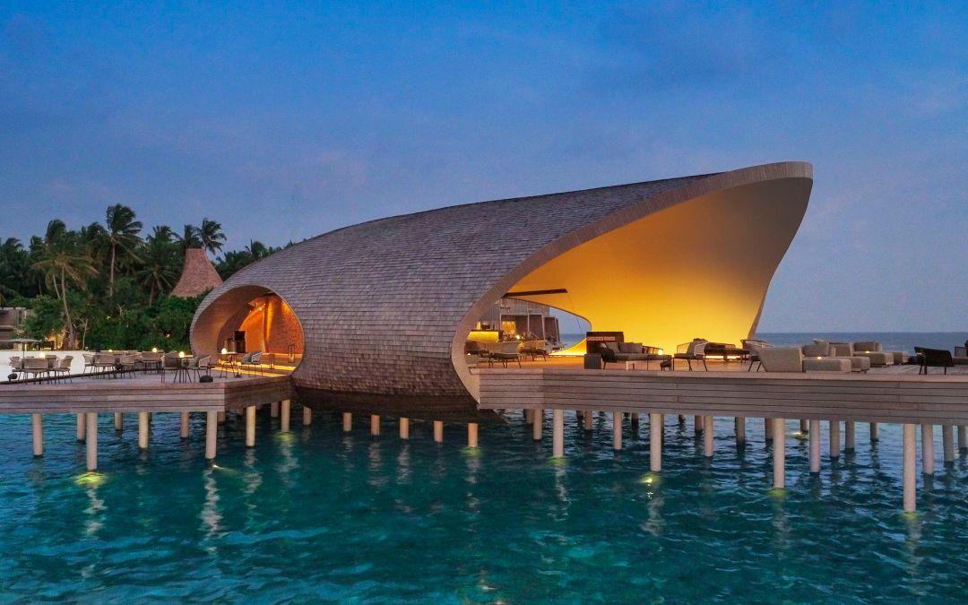 Warner Wong Design creates Island-inspired hotel bar in the Maldives