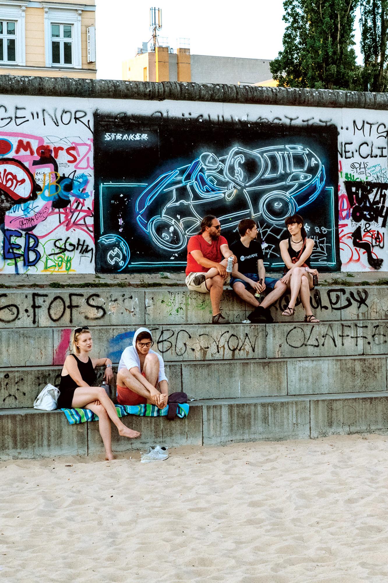 sixtysix mag berlin wall