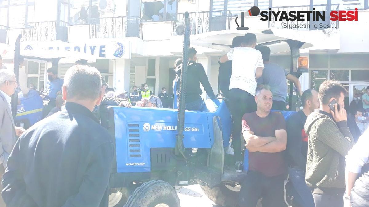 Köylüler isyan etti: akp'li belediyeyi taşladı