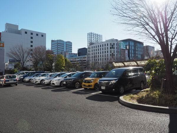 仙台駅東口の一般書量乗降場の有料駐車場の風景