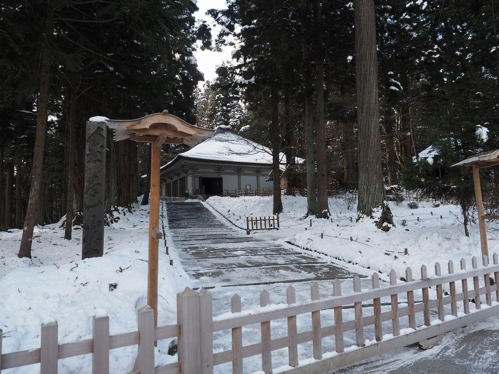 冬2月の金色堂の風景