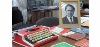 «День дарений» в честь первого декана журфака КГУ Флорида Агзамова