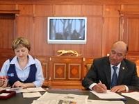 Марат Ахметов присоединился к акции «Подпиши родителей. Подпиши близких»