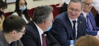 Бутикларның саргайган чагы: татар журналистларына ни җитми дә, ни артык?
