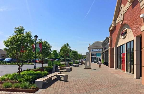 shopping center landscape renovation