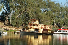 Emmylou at the Port of Echuca