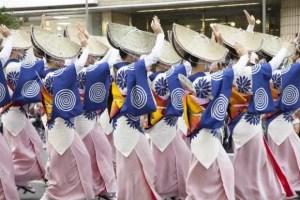 阿波踊り2017芸能人やゲストの会場は?日程や交通規制は?