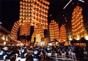 秋田竿燈まつり2018の場所と無料駐車場や交通規制は?